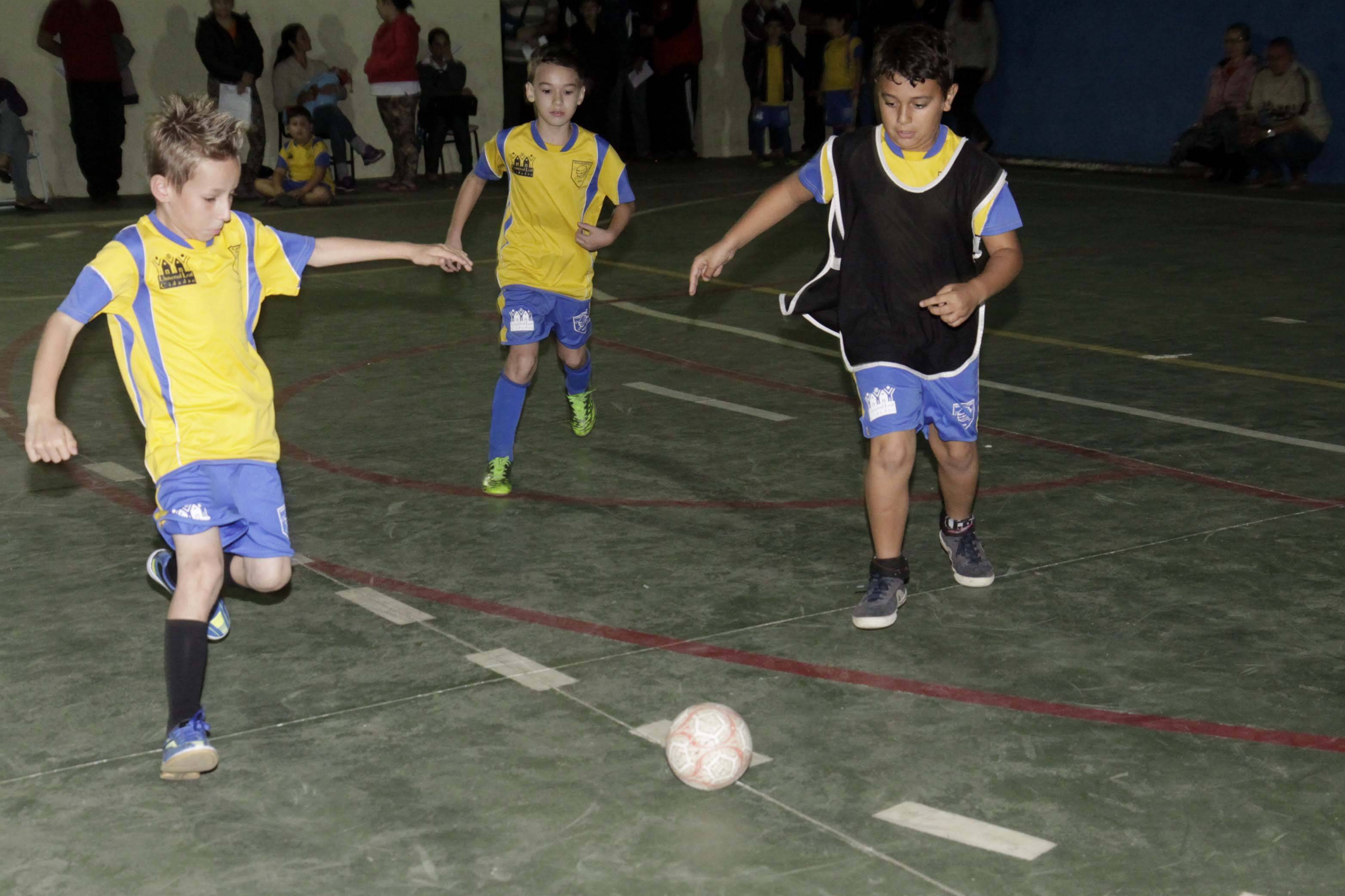 18b3c59d75cd4 Festival de futsal reúne 400 crianças neste sábado em Joinville (12)